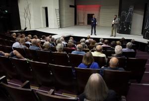 Soldater ur det röda gardet som gömde sig under scengolvet i denna teaterlokal kunde höra hämndens domar avkunnas från de vita segrarna.