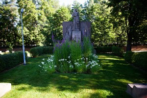De rödas minnesmärke på Tammerfors gravplats.