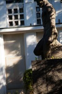 Minnesmärket för de vita stupade i Tammerfors färdigställdes bara något år efter inbördeskriget. Många av de stupade fick sina namn inristade i kapellets vägg.