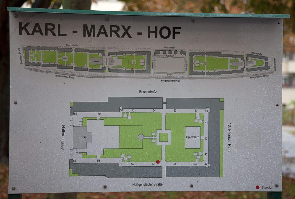 Idag är de offentliga badhuset stängt, Ett museum som visar Det röda Wiens skol- och sociala politik har byggts där.