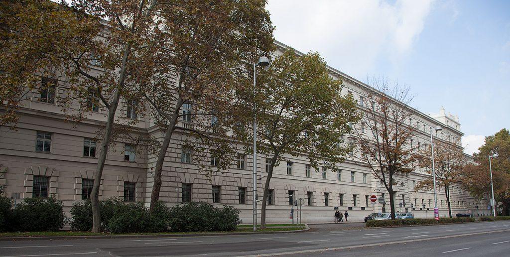I Wiens kvartersstora domstol och häkte blev mången arbetarledare inte bara blivit dömd, utan även, misshandlad, mördad och torterad.
